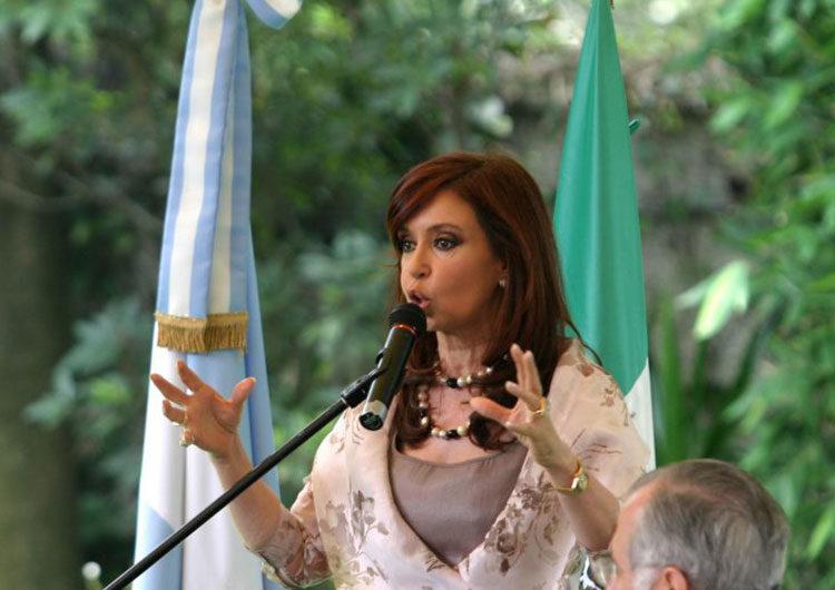 Cristina Kirchner demanda a Google por asociar su nombre al término «ladrona»