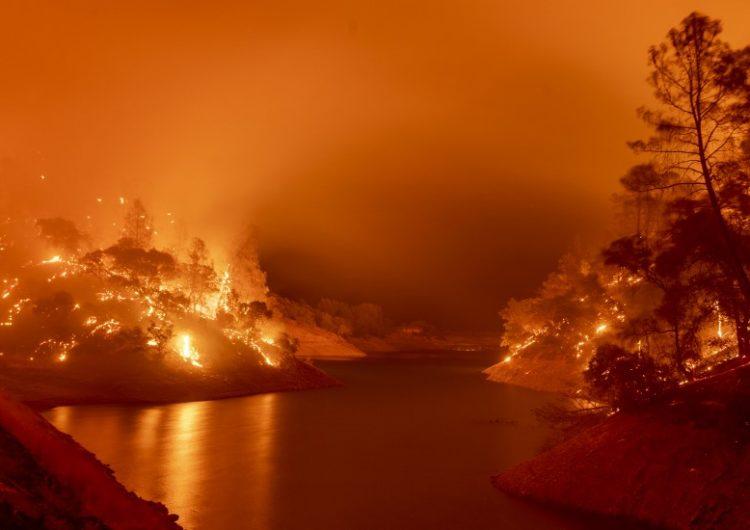 California decreta el estado de emergencia por una ola de incendios