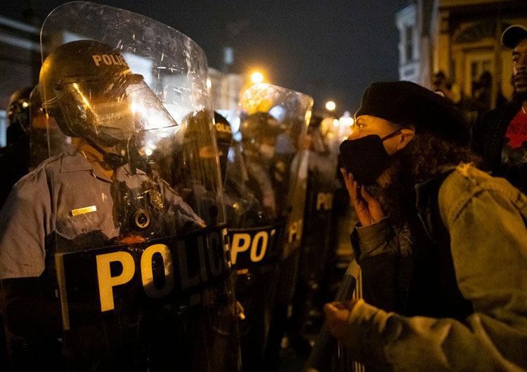 Segunda noche de violencia en Filadelfia tras el asesinato policial de otro hombre negro