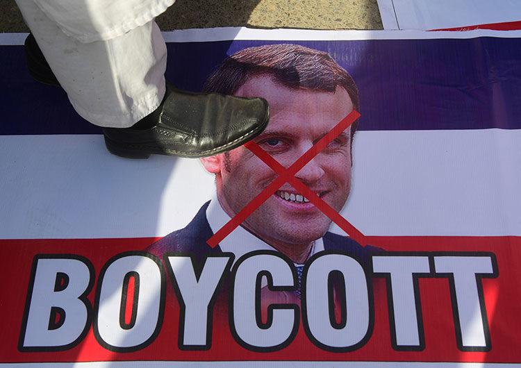 Irán dice que Macron fomenta la violencia defendiendo las caricaturas de Mahoma