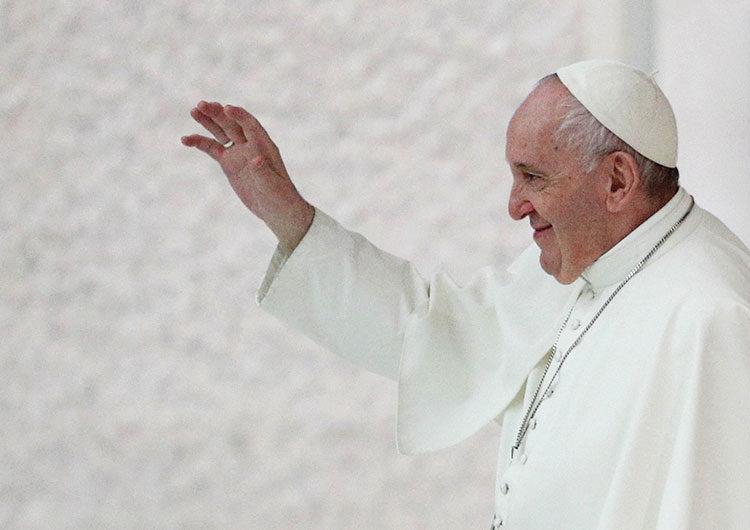 Francisco dijo que leyes de unión civil deberían proteger a los gays