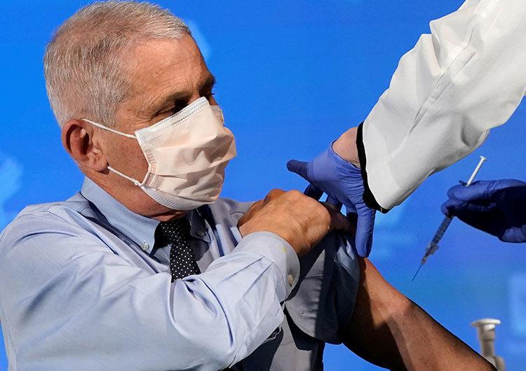 Fauci dice que se requeriría vacunar a casi 90% de población EE.UU para lograr inmunidad de rebaño
