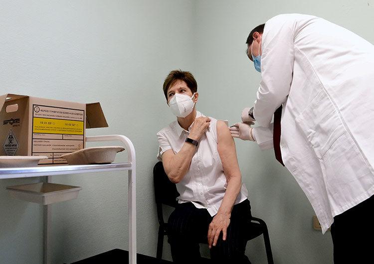 Tres países de la UE iniciaron la vacunación