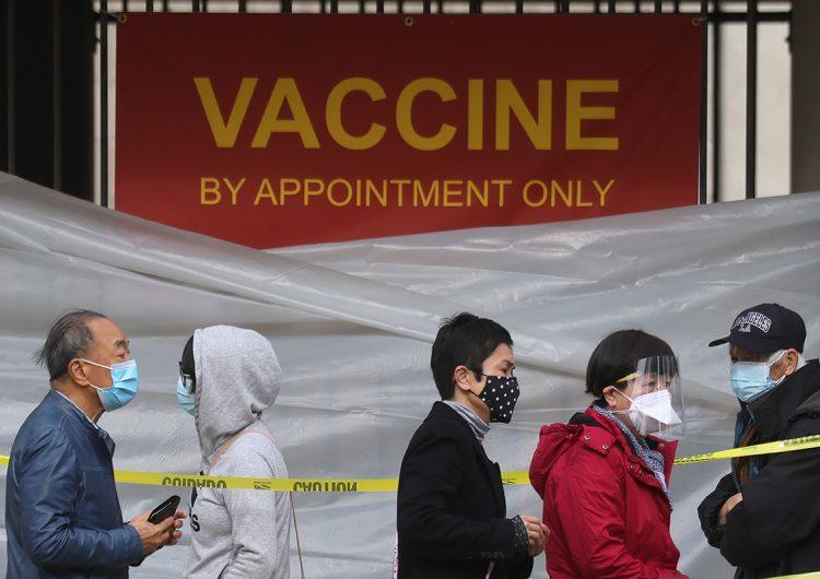 Senadores de EEUU denuncian desigualdad racial en vacunación contra Covid-19
