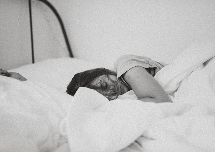 Dormir en camas separadas: ¿ayuda o daña la relación en la pareja?