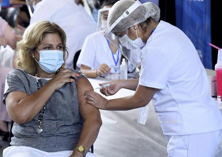El gobierno priorizará en febrero la vacunación, la presencialidad escolar y la economía
