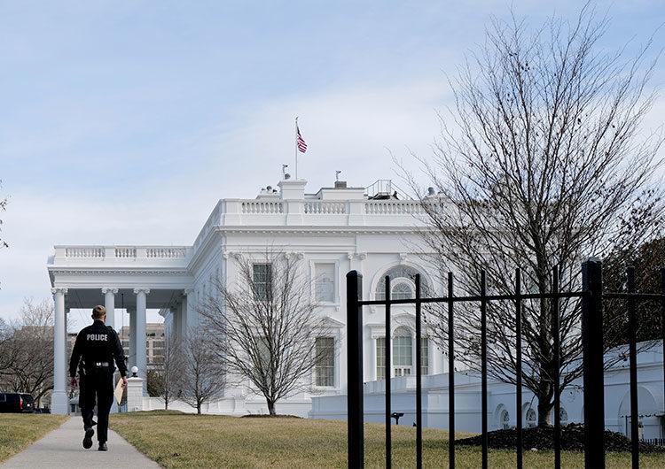 En un mensaje oculto en la página web de la Casa Blanca, Biden busca programadores