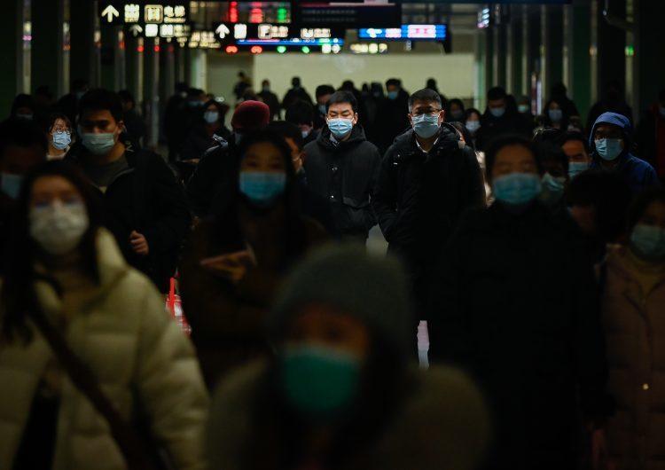 Expertos concluyen que la OMS y China pudieron haber actuado más rápido al inicio de la pandemia