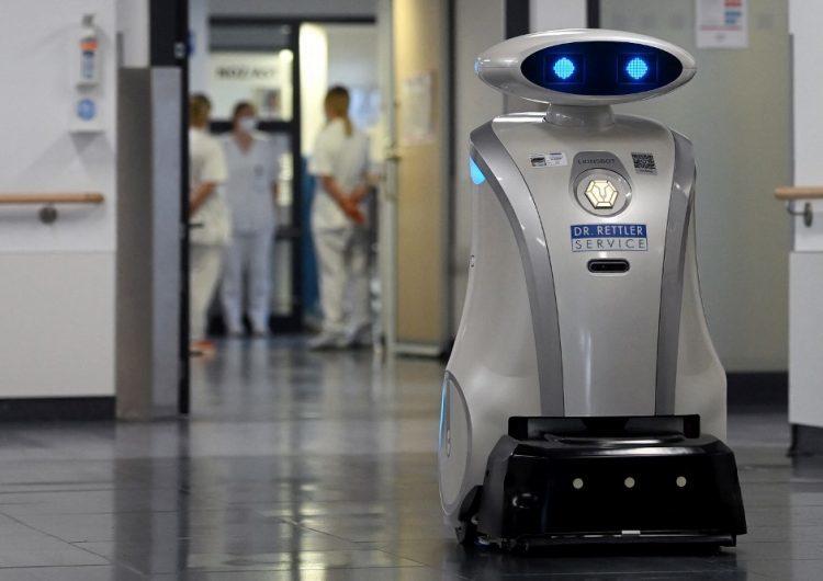Franzi, el robot que limpia, canta y distrae a los enfermos