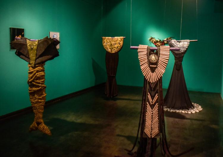 """Después de 9 meses, el Museo Evita reabrió sus puertas con """"Sueños Vestidos"""" de Graciela Henríquez"""
