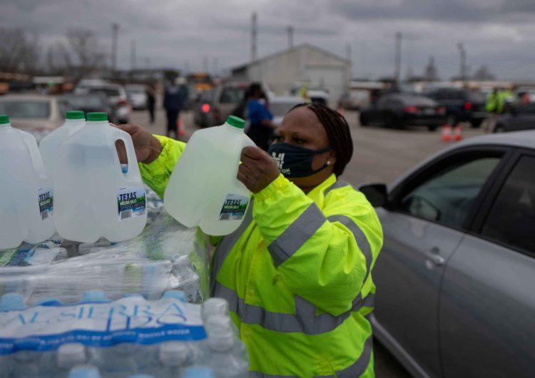 Helada histórica: casi un tercio de los texanos todavía sufre falta de agua