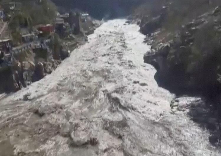 Tragedia en el Himalaya: se desprendió un glaciar y causó al menos 9 muertes y 200 desaparecidos