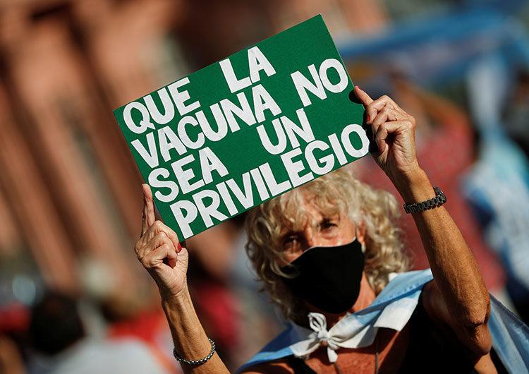 27F: masivas protestas en todo el país contra el escándalo de la «vacunación VIP»