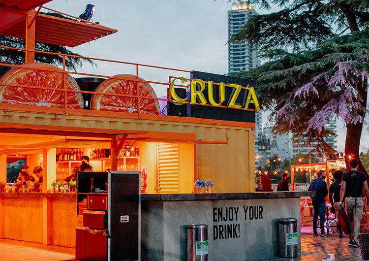 Un trendy bar a cielo abierto en el Campo Argentino de Polo