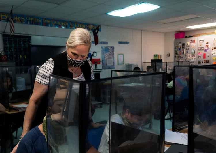 EEUU: profesores podrían tener parte en la transmisión del COVID-19 en las escuelas