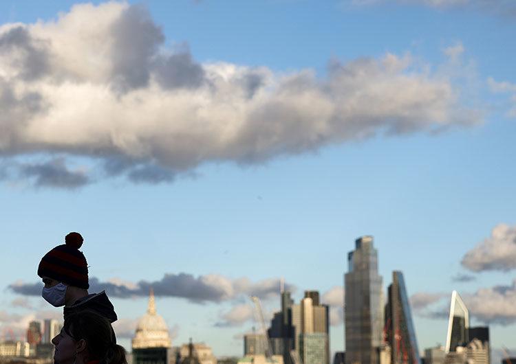 Reino Unido podría salir del confinamiento en julio