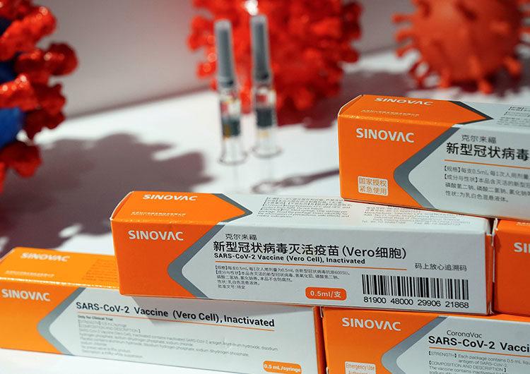 China intensifica la vacunación contra COVID-19 y considera políticas de visas diferenciadas