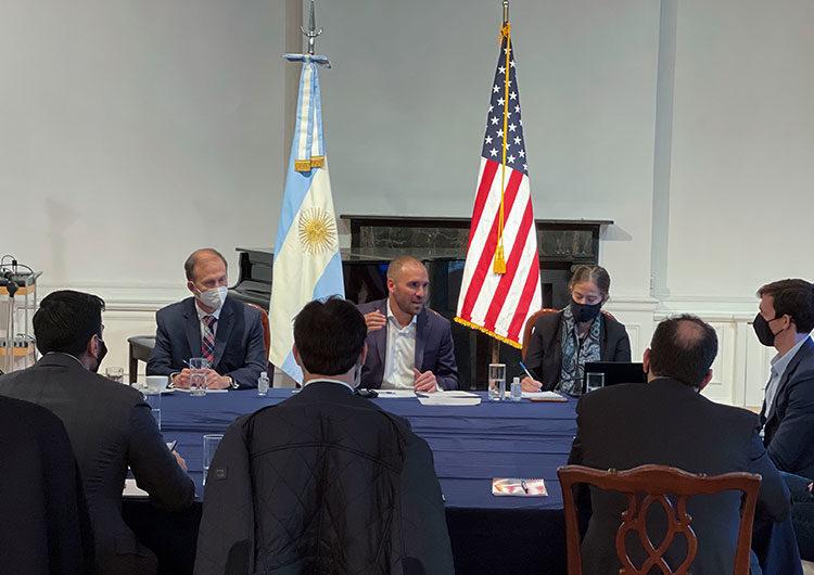 Guzmán presentó las proyecciones macroeconómicas a fondos de inversión en Nueva York