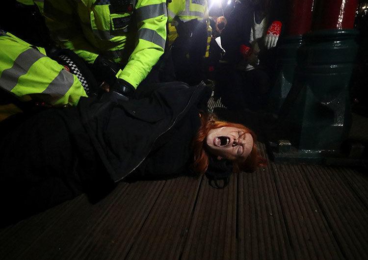 Londres: policía enfrentó ira pública tras cargar contra vigilia por mujer asesinada