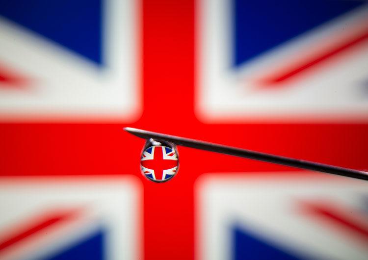 Reino Unido: la mitad de todos los adultos ya recibió primera dosis de vacuna COVID-19