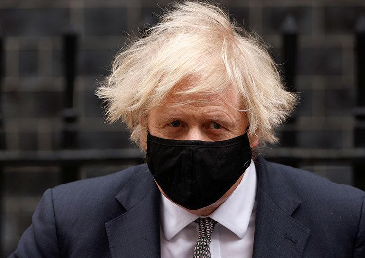 «Un lunes feliz»: Inglaterra relaja el confinamiento, pero Johnson insta a la precaución