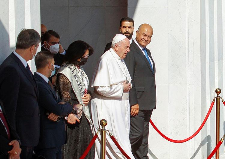 El papa Francisco termina una histórica gira por Irak en la que predicó la paz