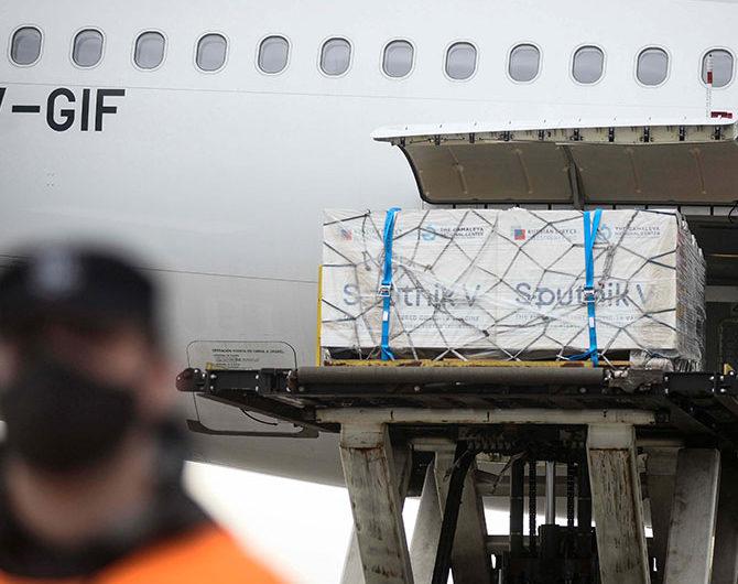 Llega esta tarde el décimo vuelo de Aerolíneas Argentinas con más vacunas Sputnik V