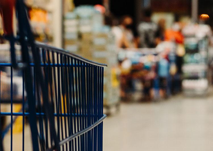Cae el consumo de productos masivos y las primeras marcas reducen el surtido
