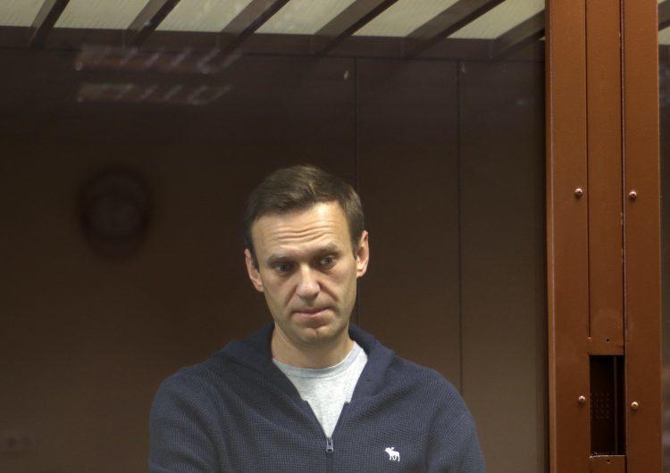 Rusia amenaza con alimentar por la fuerza a Alexéi Navalni que está en huelga de hambre