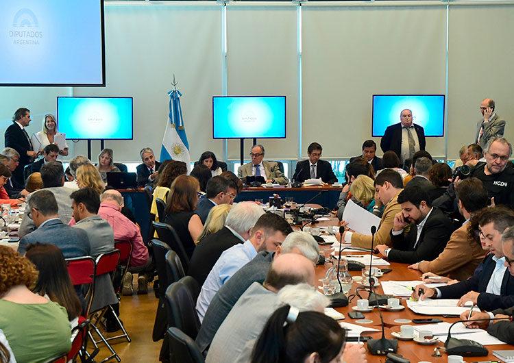 Comisión de Diputados inicia análisis de proyectos de Ganancias de empresas y Consenso Fiscal 2020