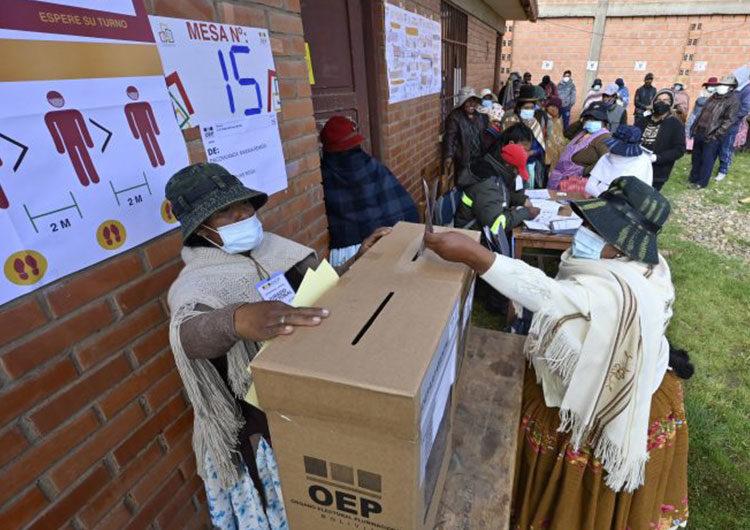Bolivianos eligen en segunda vuelta a los gobernadores de cuatro departamentos