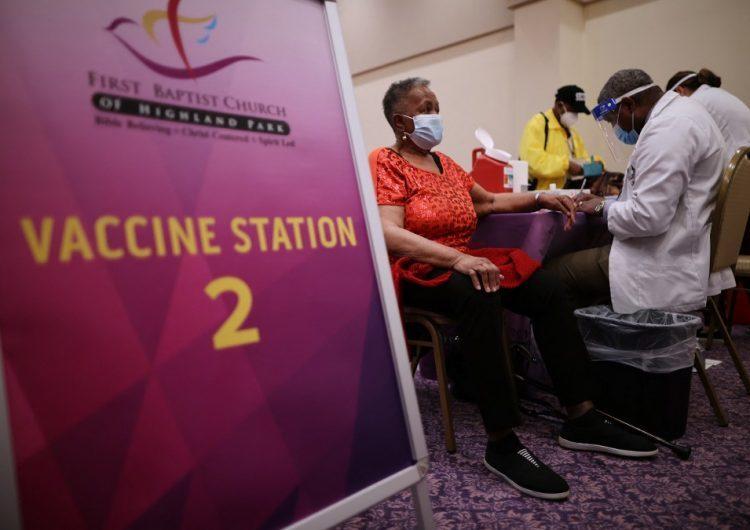 La curva de contagios de coronavirus vuelve a descender en EEUU con el avance de la vacunación