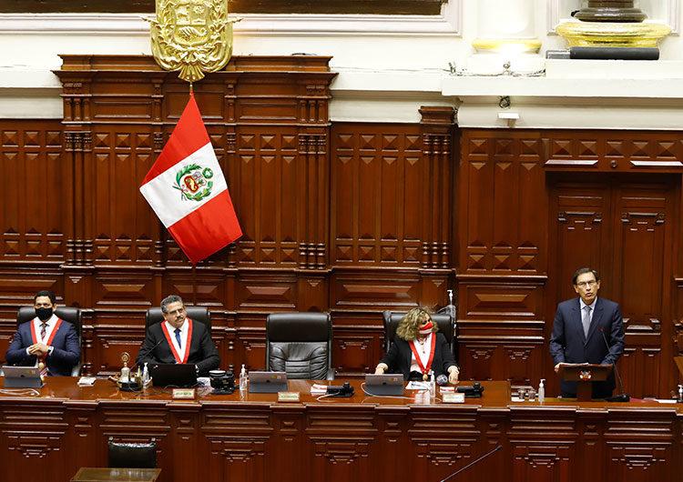 Abren las mesas en Perú para elecciones generales marcadas por el coronavirus