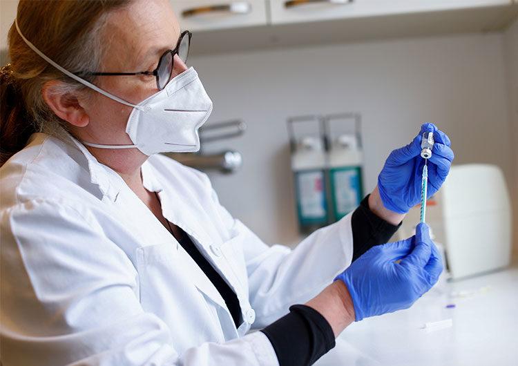 Pfizer estima la posibilidad de aplicación de una tercera dosis de su vacuna anti coronavirus