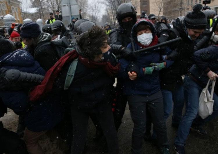 Redadas y detenciones en Rusia antes de protestas a favor del opositor Navalny