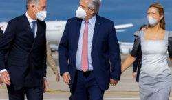 El Presidente arribó a París para continuar con su gira…