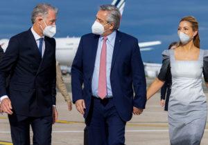El Presidente arribó a París para continuar con su gira europea