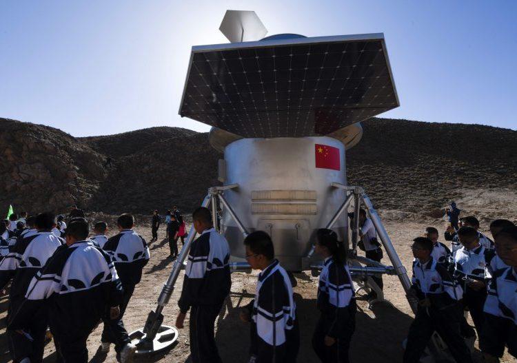 China aterriza una nave espacial en Marte por primera vez y planea conectarse con un vehículo estadounidense