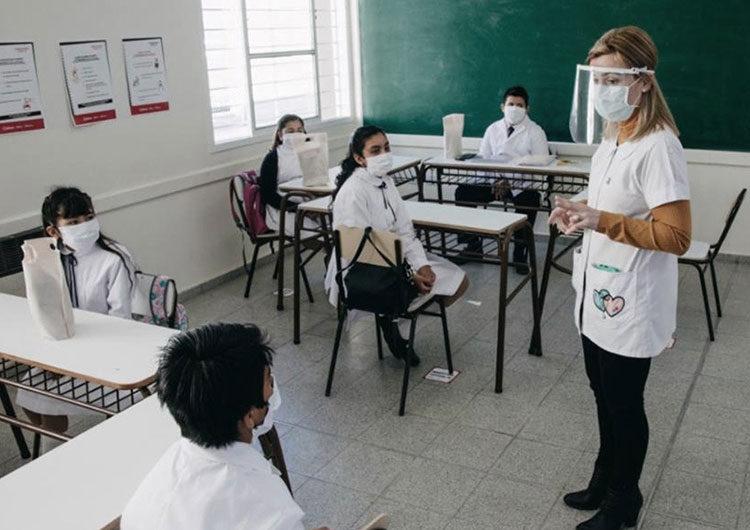 Continúan las protestas docentes en la ciudad y los homenajes a los fallecidos por coronavirus