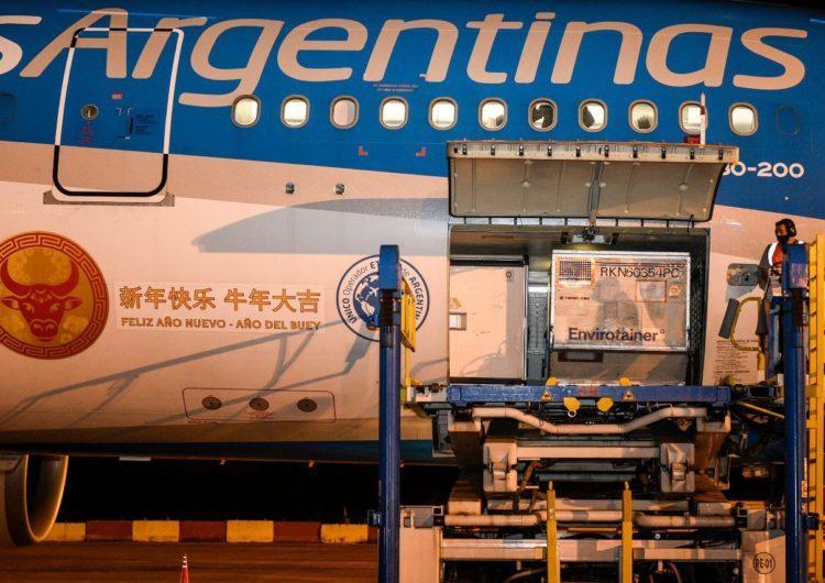 Llegó otro vuelo con vacunas Sinopharm y Argentina superó las 23,8 millones de dosis