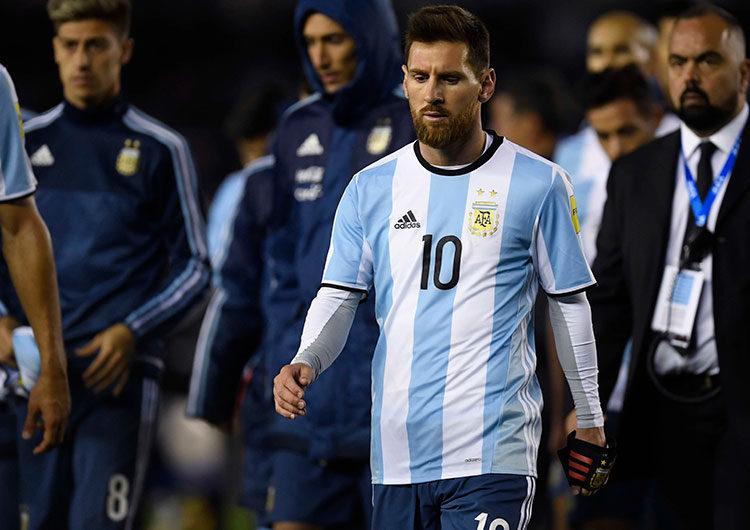 Argentina, sin brillar y con un Messi récord, pasó a cuartos de final tras superar a Paraguay