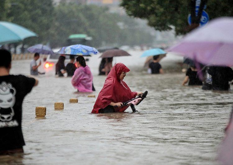 Evacúan a miles de habitantes por inundaciones en China, amenazada por la cercanía de un tifón