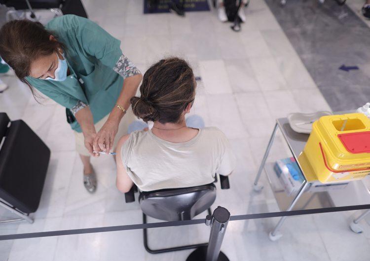 Córdoba comenzará a vacunar a los adolescentes de 17 años sin comorbilidades