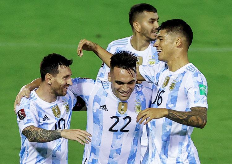 Argentina estrenó con una victoria sin sobresaltos en Venezuela el título de la Copa América