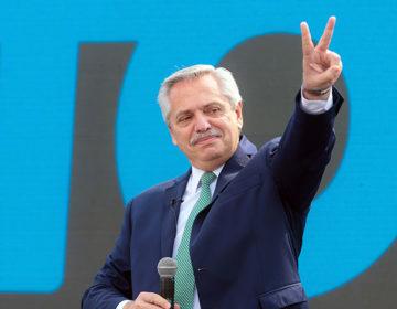 Fernández suma apoyos de diversos sectores después de que ministros ofrecieran sus renuncias