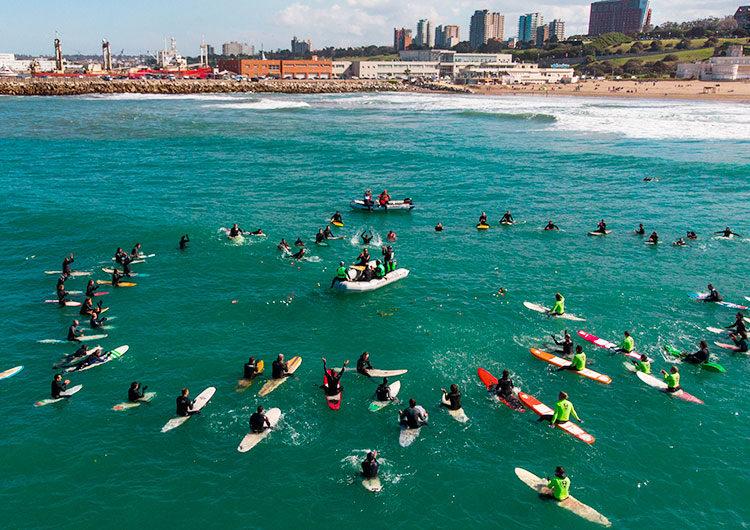 Homenajearon a Carlos Di Pace, leyenda del surf argentino que falleció en un accidente en México