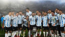 La selección argentina dio la vuelta olímpica postergada por la…